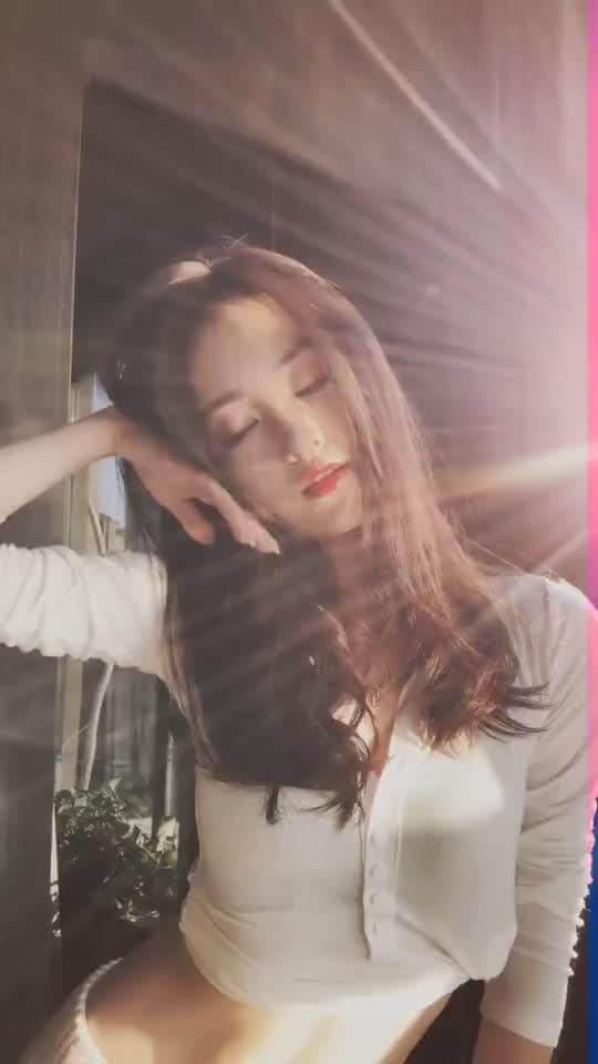 阳光正好美女经典抖音撩人短视频下载