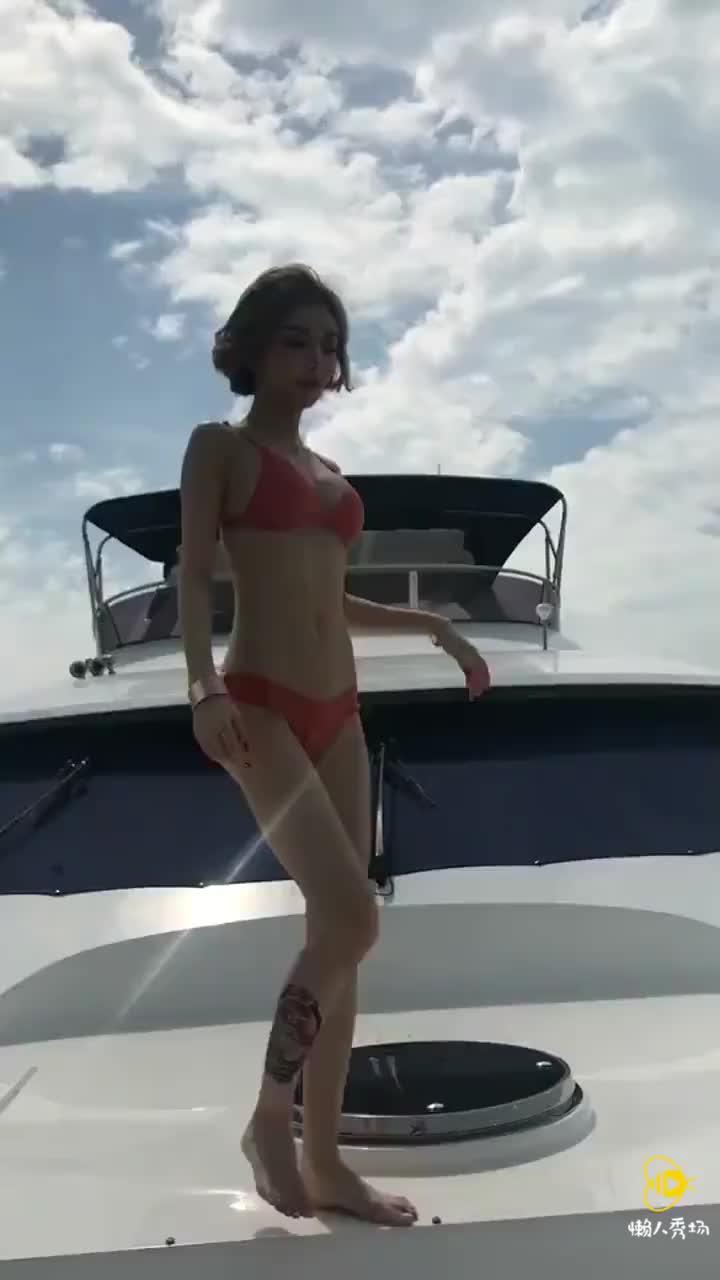 永远得不到的女人美女性感泳装海边比